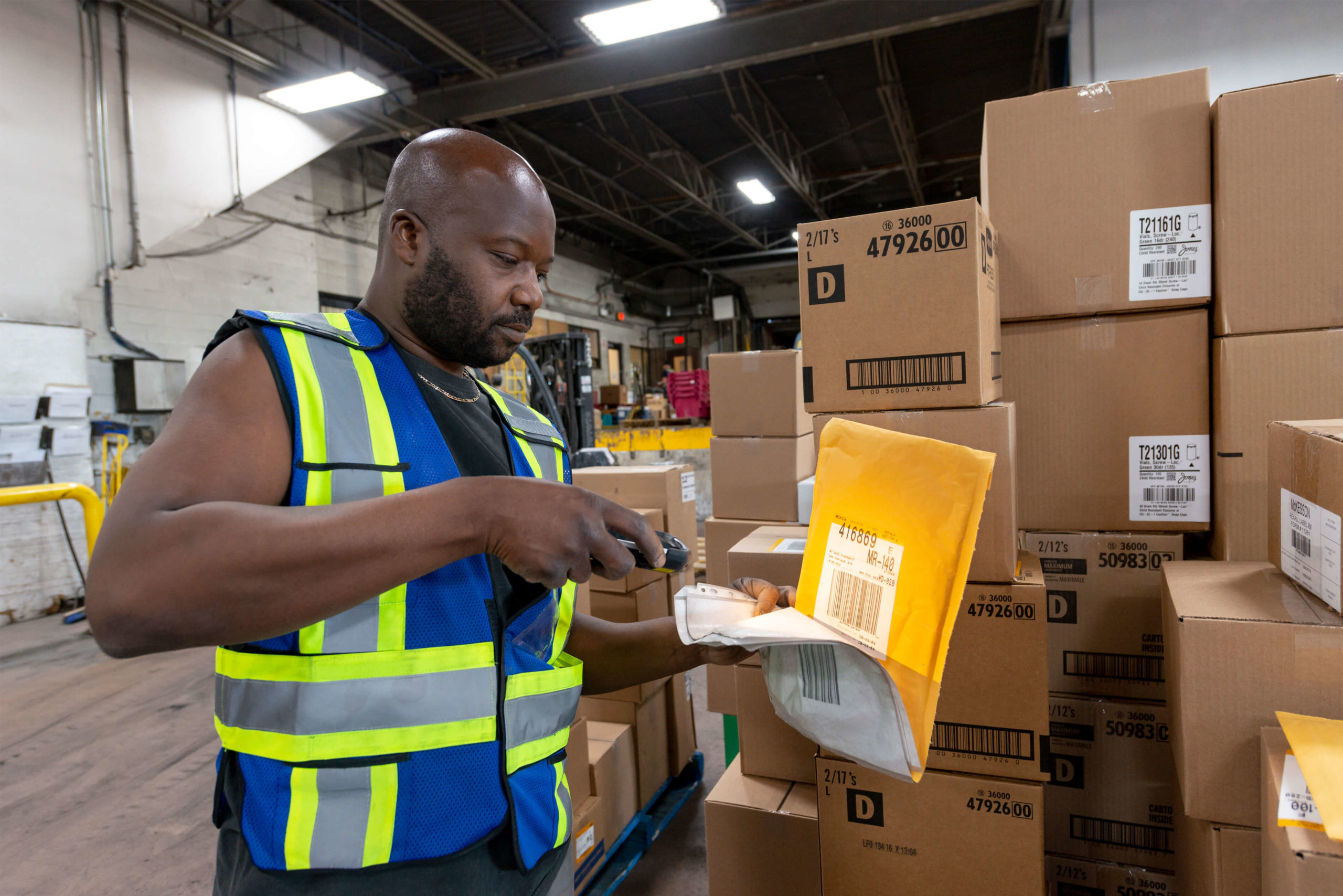 Parcel Shipment Scanning by the Gradewine's Worker